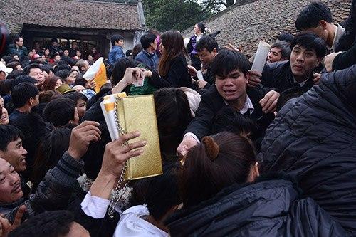 queuing in Vietnam